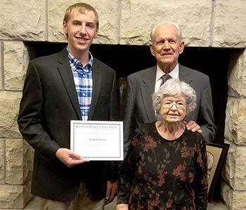 Jayden Meyer Receives 2018 Otis and Mary Lee Molz Cooperative Scholarship